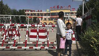 Doğu Türkistan'da ailelerinden koparılan çocukların tutulduğu bir 'okul'