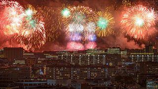 الاحتفال باستعمال الألعاب النارية في موسكو. 2020/05/09