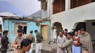 Pakistan yönetimindeki Keşmir'de Kontrol Hattı'nda yer alan Neelum Vadisi'ndeki bir köyde Hint kuvvetlerinin bombardımanı nedeniyle kısmen hasar oluştu