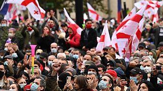 Multitudinaria manifestación de la oposición georgiana para pedir la repetición de las elecciones