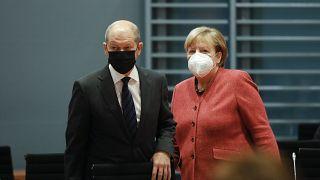 Alman Şansölye Angela Merkel ve Maliye Bakanı Olaf Scholz