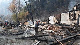 سوختن خانههای روستای تهجیان در آتش درگیری هند و پاکستان بر سر کشمیر