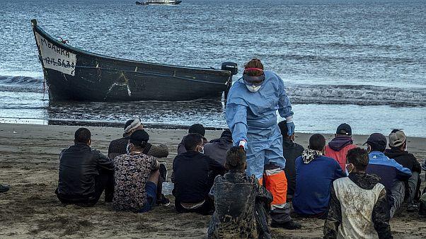 Imágenes de archivo de una llegada de migrantes magrebíes a una playa de Gran Canaria