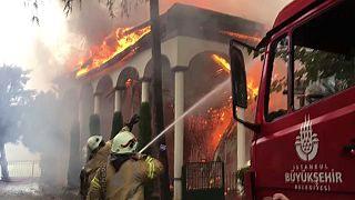 Vaniköy Camisi'nde yangın
