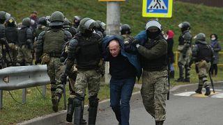 Задержание демонстранта в Минске