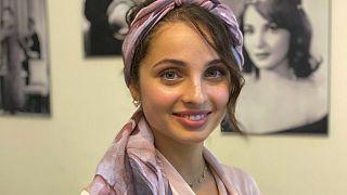 منال ابتسام التي شاركت وصنعت الجدل في برنامج ذو فويس في فرنسا