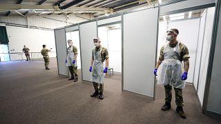 Военные в центре тестирования на коронавирус в Ливерпуле