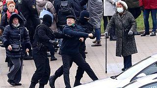 برخورد نیروهای پلیس بلاروس با معترضان