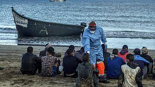 No cabe ni un inmigrante más en el puerto canario de Arguineguín