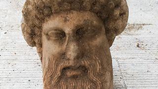 رأس من الرخام للإله اليوناني هيرميس