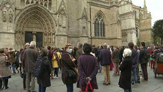 مسيحيون كاثوليك يتظاهرون ضد إيقاف قداس الأحد الكنسي في بوردو الفرنسية