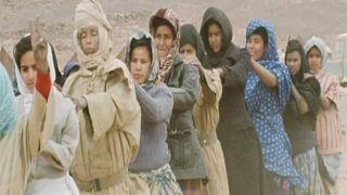 Mujeres saharauis reciben instrucción militar en un campamento de refugiados (Imagen de archivo)
