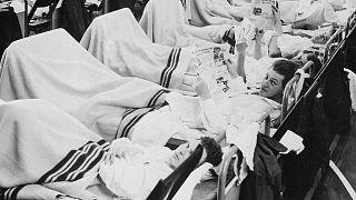 Personale militare danese contagiato dall'influenza asiatica a Copenhagen nel 1957: tra il 15% e il 25% dei soldati si stima siano stati contagiati in quell'anno