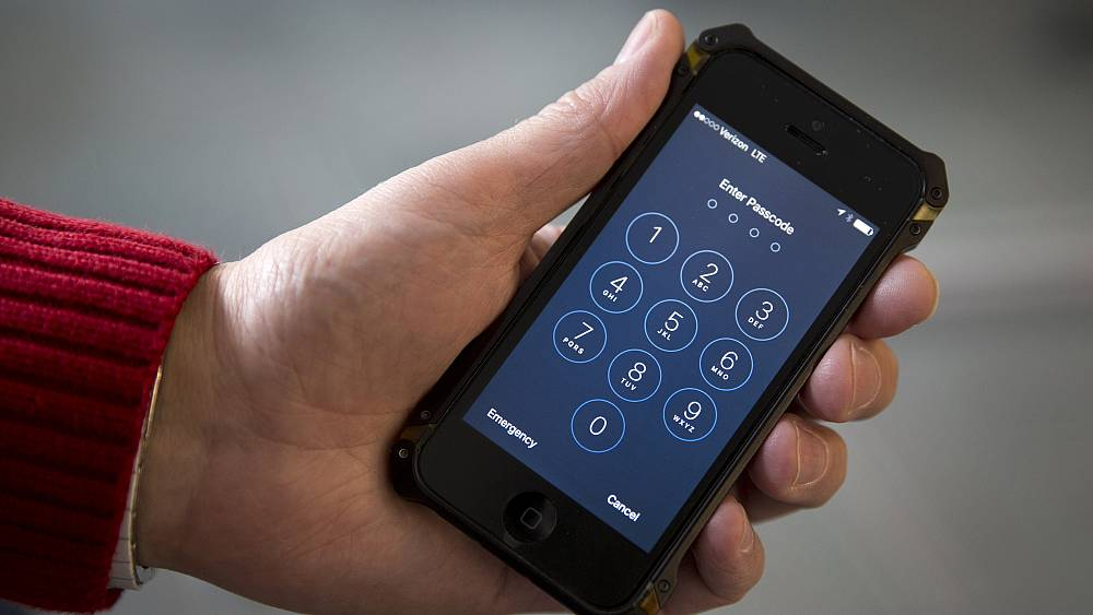 European privacy activists file complaint over iPhone tracking software