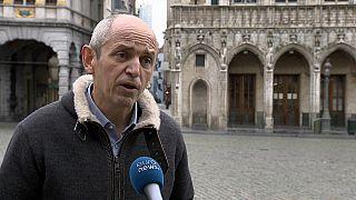 El eurodiputado francés Pierre Larrouturou pone fin a su huelga de hambre