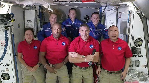 """""""Eine tolle Reise!"""" SpaceX bringt vier Astronauten zur ISS"""