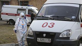 Машина скорой помощи для пациента с COVID-19