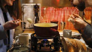 Dégustation de fondue à Berne, en Suisse, 16 novembre 2020