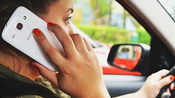 كهولندا توظف كاميرا ذكية للحد من خطر استخدام الهاتف أثناء القيادة