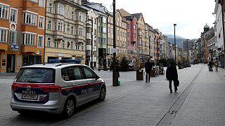 Cidade de Innsbruck patrulhada no primeiro dia do reconfinamento