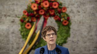 خلال كلمته ألقتها أنغريت كرامب-كارنباور في برلين في ذكرى الحرب العالمية الثانية