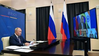الرئيس الروسي فلاديمير بوتين شجّع خلال قمة بريكس عبر الإنترنت الدول الأعضاء على تصنيع وتوزيع اللقاحين الروسيين