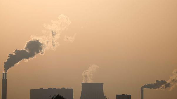 الغازات المنبعثة من المصانع أحد أهم أسباب الاحتباس الحراري