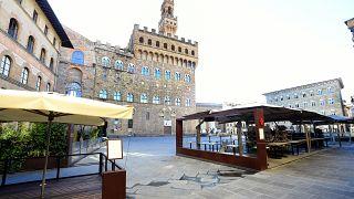 Menschenleere Piazza in Italien