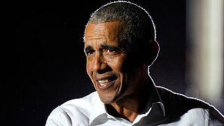 الرئيس الأسبق باراك أوباما يتحدث خلال تجمع عام في ميامي. 2020/11/02