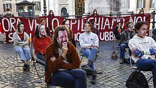 """Roma: """"Lezione ai legislatori"""" (se ne riconoscono parecchi) da parte degli studenti."""