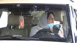 أول امرأة تعمل على سيارة أجرة في غزة