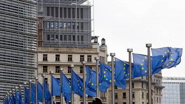 EU-Flaggen vor dem Hauptgebäude der EU in Brüssel, Belgien, 09.10.2019