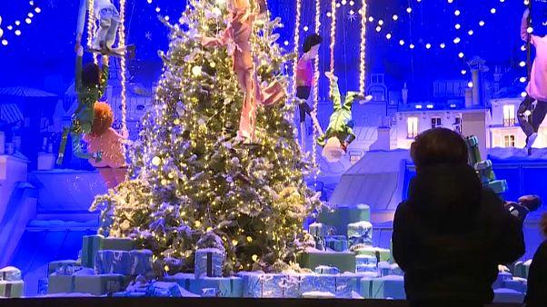 زينة الميلاد في العاصمة الفرنسية باريس