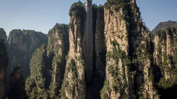 """China: Welthöchster Outdoor-Fahrstuhl am """"Avatar""""-Felsen"""
