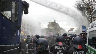Neues Infektionsgesetz: AfD schleust Protestierende ins Parlament