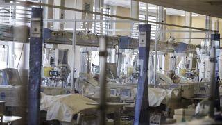 """وحدة العناية المركزة بمستشفى """"أوسبيدال دي سيركولو""""، في فاريزي، إيطاليا"""