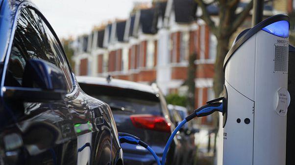 Une voiture électrique au Royaume-Uni