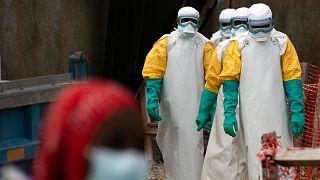 Afrika'da Ebola salgını ile mücadele eden sağlıkçılar