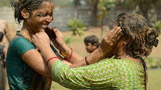 Festival do estrume marca fim do Diwali na Índia