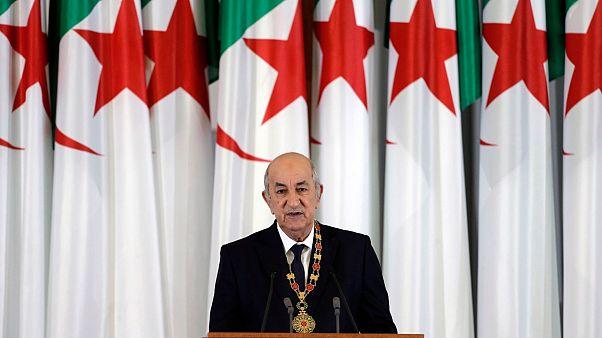الرئيس الجزائري عبد المجيد تبون يلقي كلمة خلال حفل الافتتاح في القصر الرئاسي بالجزائر العاصمة.