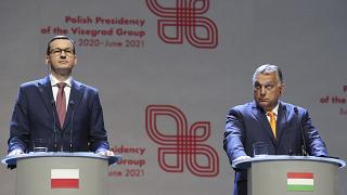Mateusz Morawiecki (b) és Orbán Viktor (j) a Visegrádi Négyek sajtótájékoztatóján 2020. szeptember 11-én