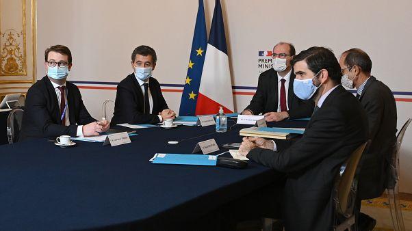 اجتماع رئيس الوزراء الفرنسي جان كاستكس ووزير الداخلية الفرنسي جيرالد دارمانين عبر الفيديو مع ممثلي الديانات الرئيسية في فرنسا