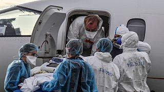 Traslado en avión de enfermos de COVID-19 en Lyon, Francia