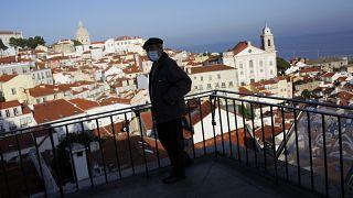 Ein Aussichtspunkt in Lissabon, der einen Blick über den Stadtteil Alfama ermöglicht