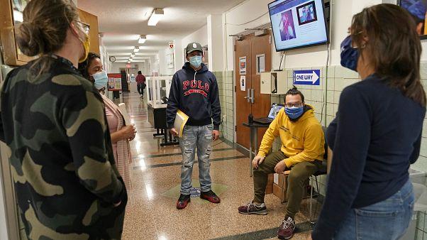 USA: súlyosbodik a járvány, bezár az összes iskola New Yorkban