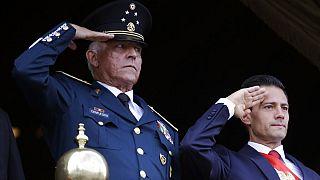 El general Salvador Cienfuegos y el presidente Enrique Peña Nieto presiden el desfile militar del Día de la Independencia, Ciudad de México, 16/9/2016
