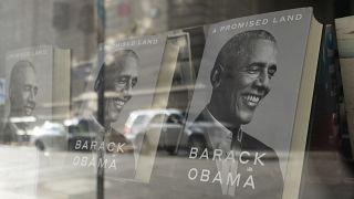 ABD'nin eski başkanı Barack Obama'nın yazdığı Promised Land (Vadedilen Ülke) isimli eser, raflardaki yerini aldı