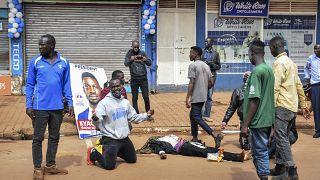 Seize morts après la nouvelle arrestation de Bobi Wine