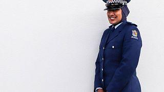 Yeni Zelanda'nın ilk Müslüman, başörtülü kadın polisi Zeyna Ali