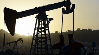 عکس آرشیوی از تجهیزات استخراج نفت در نزدیکی باکو